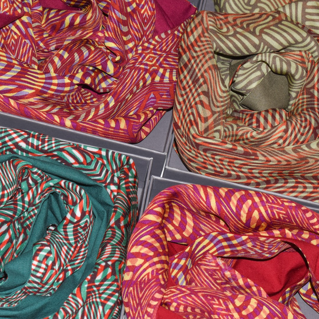Bundle silk scarves (1)